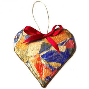 Décoration coeur en papier collé