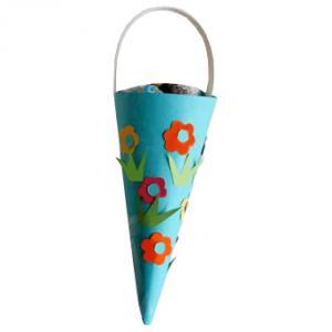 Cornet en papier décoré de fleurs pour la fête des mères