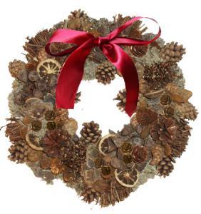 Couronne de Noël en pommes de pin collées