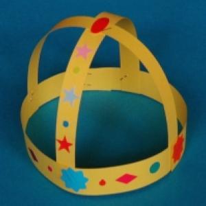 Couronne de roi décorée de gommettes