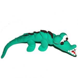 Un crocodile sortant de l'eau