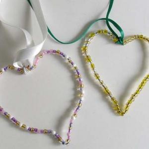 Coeurs en perles de rocailles
