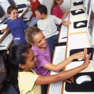 Le droit à l'éducation pour un meilleur épanouissementLe droit à l'éducation ne doit pas se limiter au seul apprentissage des matières fondamentales. Il doit se comprendre au sens le plus large. L'article 29 de la Convention internationale des droit