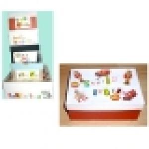 Préparer et décorer de grandes boîtes de rangement pour les affaires de bébé