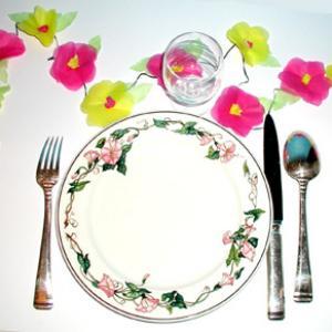 Guirlande de fleurs en décoration de table