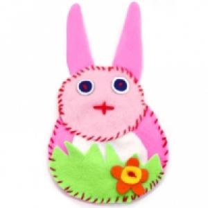 Jouet du petit lapin en feutrine
