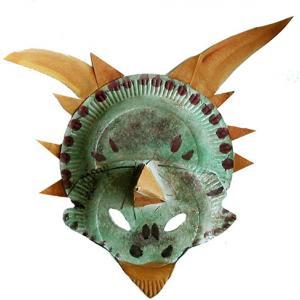Réaliser un masque de dinosaure à 3 cornes