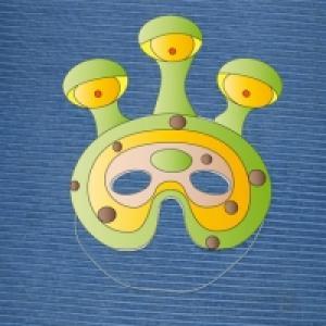 Modèle à imprimer et à découper pour fabriquer son masque d'extraterrestre. Le masque est réalisé en papier épais type canson ou en papier collé sur du carton fin de récupération (boites d'emballage de produits alimentaires, boites à chaussures