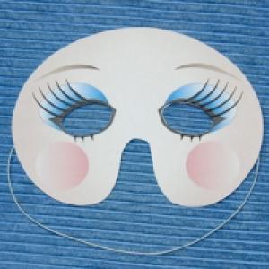 Masque de fille aux paupières colorées