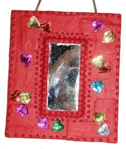 Miroir rouge en papier mâché