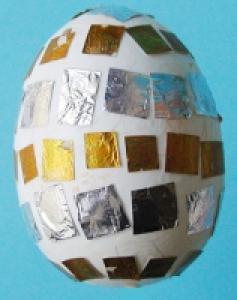 Décorer un oeufs or et argent pour Pâques