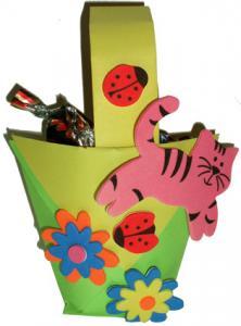 Panier origami décoré de gommettes