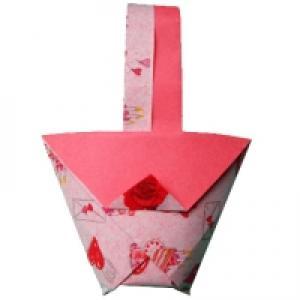 pliage d'origami d'un petit panier