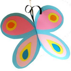 Fabriquer des papillons de papier pour le plaisir de son bébé