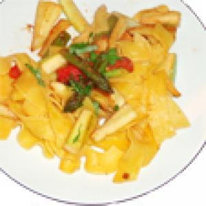 Fetuccines aux asperges et à la courgette