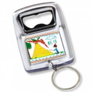 Un bricolage facile et malin pour préparer un cadeau de fête des pères avec un porte-clés personnalisable qui fait aussi décapsuleur. Une idée de bricolage simple à faire, le porte-clé décapsuleur est personnalisé avec des petits dessins d'enfan
