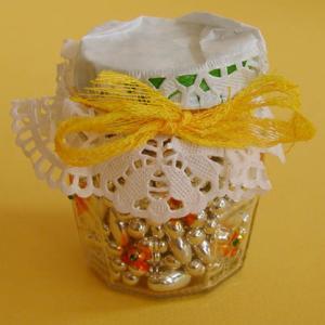 Petit pot pour les bonbons et couvercle en dentelle