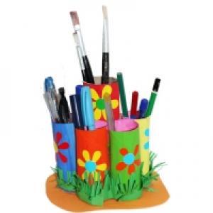 Range crayons en rouleaux de carton