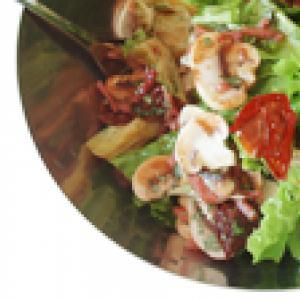 Salade à la féta, champignons et coeurs d'artichauts