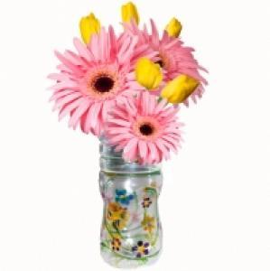 Une idée pour fabriquer un petit vase dans une bouteille en plastique. Ce vase est réalisé avec une bouteille en plastique coupée et peinte. Ce petit vase fabriqué en recyclant une bouteille rendra bi