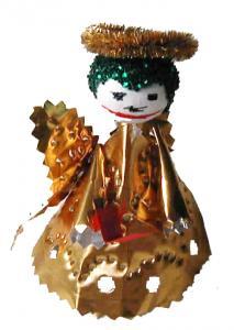 anges en métal doré fabriqué par un enfant de maternelle