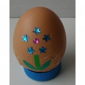 Décorer des oeufs de Pâques  décors fleurs et étoiles