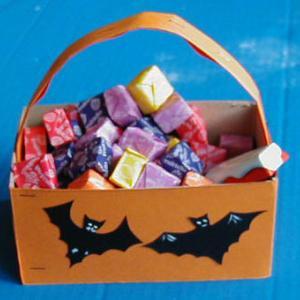 Panier à bonbons décoré de chauve souris