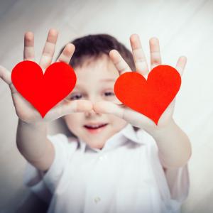 """Vous cherchez à dire """"je t'aime dans toutes les langues"""" ? Voici la traduction de ces quelques mots qui font tant plaisir à ceux qui les reçoivent. Je t'aime se dit partout dans le monde et la Saint Valentin peut être l'occasion de rendre hommage à ces mo"""