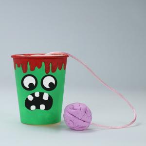 retrouvez nos jeux halloween à imprimer mais aussi des jouets d'halloween à fabriquer avec les enfants. Des idées d'activités qui vont plaire à vos petits monstres et qui les amuseront le soir d'halloween mais aussi pendant les vacances de la Toussaint. R