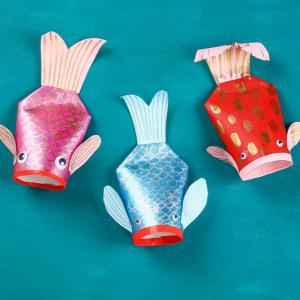 Découvrez comment réaliser une carpe koi en récup pour décorer la maison lorsque le nouvel an chinois approche. Proposez à vos enfants de créer ce poisson asiatique emblématique et très apprécié.