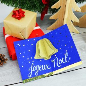 Voici une carte pop up de Noël avec une cloche 3D. Une activité de bricolage enfants pour réaliser une carte pop up pour Noël et ainsi souhaiter un joyeux Noël à la famille et aux amis, à toutes les personnes qui compte pour nous.