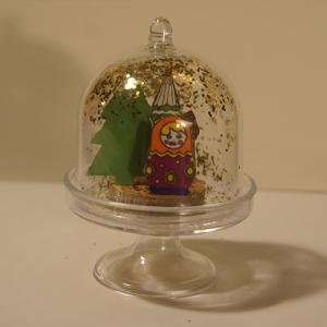 Décoration d'une mini cloche sous verre inspirée de la Russie.