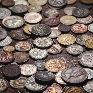 La monnaie métallique : un instrument d'échange. La monnaie métallique est la monnaie matérialisée par un métal. Elle est frappée depuis l'antiquité par les &eacut
