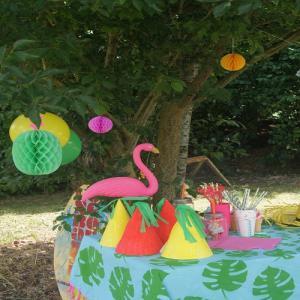 Activité de bricolage enfants pour réaliser un buffet d'anniversaire tropical