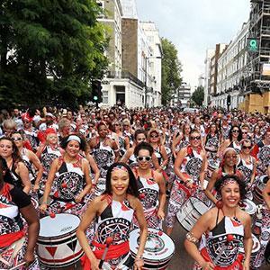 Le carnaval de Notting Hill est un carnaval ressent. La première édition du canarval de Notting Hill a vu le jour en 1966 grâce à ses habitants, pour la plupart immigrants des Caraïbes, en particulier de Trinidad, où la tradition du carnaval est tr