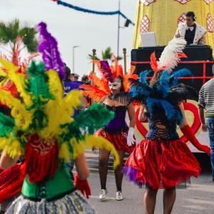 Même si chaque carnaval dans les Caraïbes a évolué différemment avec son propre langage, ses propres traditions et coutumes, ils présentent tous des points communs et des similitudes.