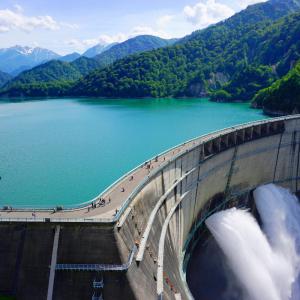 L'eau est indispensable à la vie humaine. Si un homme peut survivre plus d'un mois sans se nourrir, il ne peut pas vivre plus de 3 jours sans eau! L'eau est aussi indispensable à l'hy