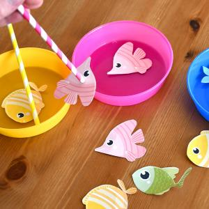 activité de bricolage enfants pour réaliser un jeu de pêche aux poissons aimanté