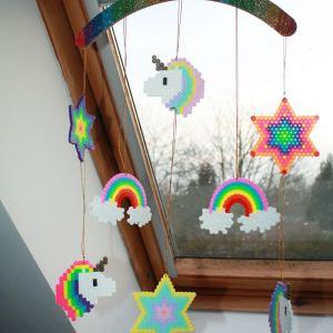 activité de bricolage enfants pour réaliser un mobile en perles à repasser