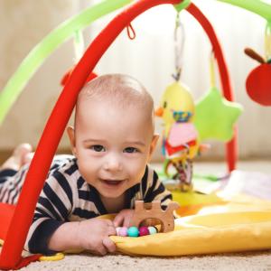 Le portique d'éveil est la salle de gym de bébé ! Le portique est un jouet idéal pour stimuler la motricité de bébé durant de long mois. Le portique est un jouet particuli&eg