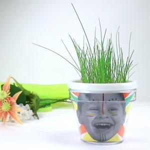 Une activité pour réaliser étape par étape un pot de fleurs personnalisé avec une photo