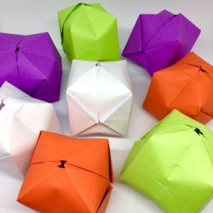 Tuto illustré pour réaliser des boules en origami