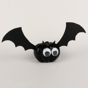 Dans cette catégorie retrouvez toutes les activités manuelles d'Halloween sur les chauves-souris. Décorez votre maison pour Halloween avec toutes nos idées de bricolages à faire avec les enfants. Des tutos expliqués pas à pas et facile à réaliser.
