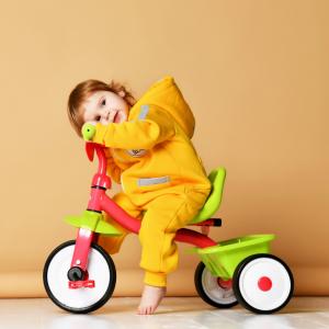 Le tricycle constitue un formidable outil pour explorer son environnement et accroÓtre son autonomie.