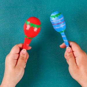 Comment faire des maracas avec les enfants ? Un instrument de musique à fabriquer avec tous les enfants. Les maracas sont l'un des instruments de musique les plus simples pour initier votre enfant à la musique. Ces maracas colorées sont à fabriquer po