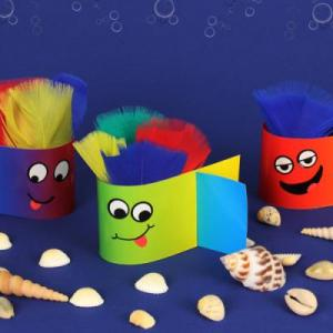 Une activité pleine de couleurs et amusante à réaliser. Les enfants vont adorer bricoler ces petits poissons rigolos pleins de couleurs. Un activit...
