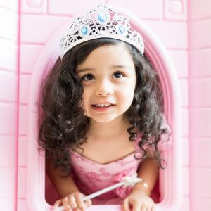 Les princesses sont des figures très prisées par les petites filles qui adorent se déguiser en princesse pour leur anniversaire, au carnaval ou même à Halloween.