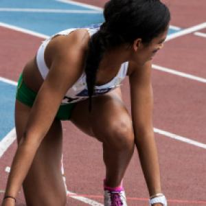 De la Grèce antique à nos jours, l'athlétisme est le fil conducteur, l'épreuve que l'on retrouve de siècle en siècle même si elle a encor...