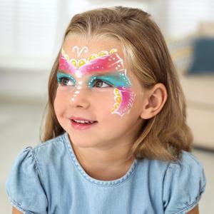Idée de maquillage : maquillage papillon pour les fêtes d'enfant, le carnaval ou le déguisement. Une séance de maquillage permet d'occuper les enfants pendant les goûters d'anniversaire.