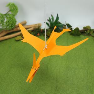 Voici les étapes de fabrication de la marionnette dinosaure qui vous permettra de réaliser un ptérodactyle qui volera tout autour de votre enfant. C'est une activité rapide parfaite à faire pour un jeu, un repas ou une décoration sur le thème des dinosaur